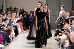 Naomi Campbell closing Azzedine Alaia Haute Couture Fall Finter 2017 show