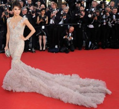 Eva-Longoria-Cannes-Film-Festival-Marchesa